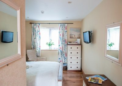 Accommodation-Uplyme-Bed-Breakfast-2
